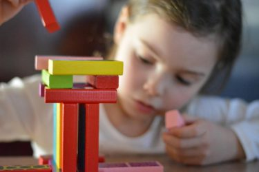 3歳児の自宅保育,TVを見せるだけはダメ?脳にいい室内遊びとは?