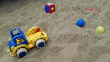 0歳からの砂場遊びをお勧めする6つの理由!心と体にいいのです!