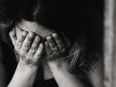 親からの言葉の暴力を受けるとどう育つ?言ってはいけない言葉の例とは?