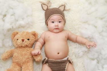 生後1ヶ月の赤ちゃんと楽しく遊びたい!どんなものがお勧め?