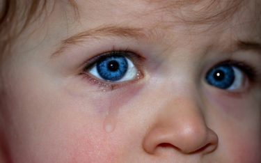 つい赤ちゃんに怒鳴ってしまう…その影響はどんなもの?
