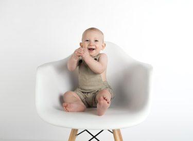赤ちゃんが手を叩く意味って?親も楽しい!手でコミュニケーション