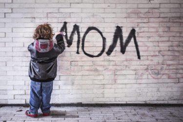 ママにべったりの原因は愛情不足?自立を促す5つの秘けつ