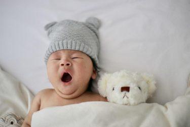 赤ちゃんの睡眠時間が少ないかも!?どうやって確保する?